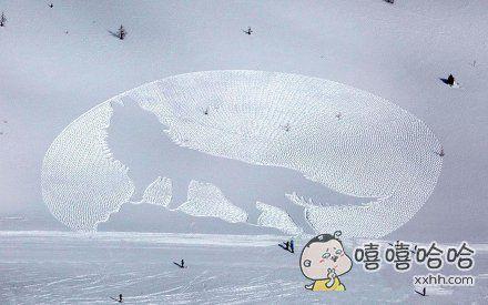英国雪地徒步绘画艺术家被邀请到挪威创作雪地画。