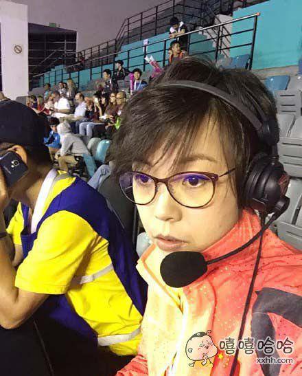 """最近世乒赛评论席上的张大魔王,唯一一个观众不敢喊""""YOU CAN YOU UP""""的解说。。。"""