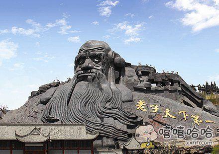 """讲真,还头一次见到这么膨胀的景点呢。 """"桂林山水甲天下""""、""""黄山归来不看岳""""什么的都太含蓄了。"""