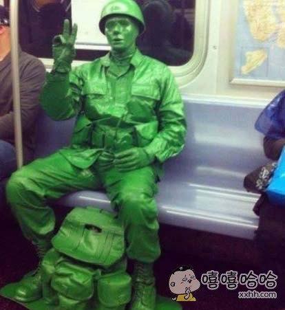 这位是真人还是雕塑?