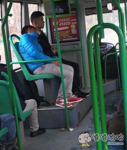 公交上这样真的好吗!!