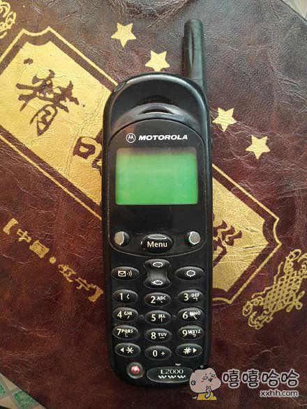 HELLO MOTO,偶尔翻出十五年前手机一部,依然可用
