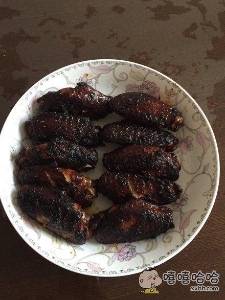 面对我的黑暗料理,老爸说你先吃。