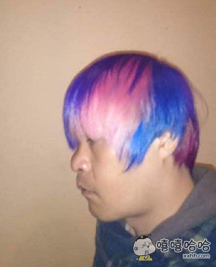 朋友说去染了一头帅气的头发。。。