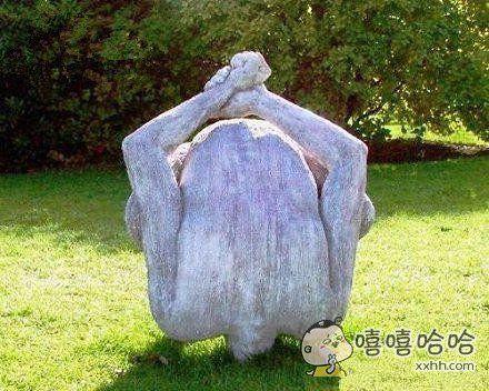 这雕像几个意思?