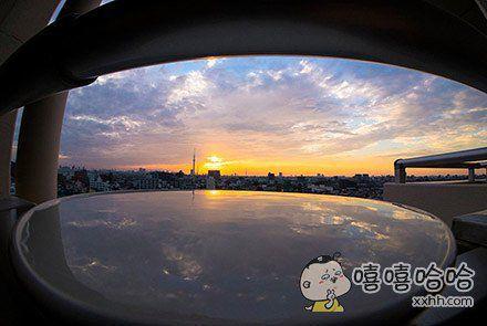 挑选一个没有风的日子,准备一个白碗,装满水,然后秒秒钟拍出天空之镜的感觉,get了