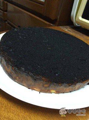 回家,看到了妹妹精心烤制的蛋糕,顿时整个人都!!!!