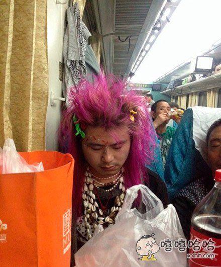火车上遇见这么个奇葩,就坐我对面