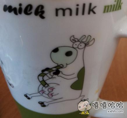 我还纳闷儿呢,为什么牛只有在小时候才知道喝奶呢?