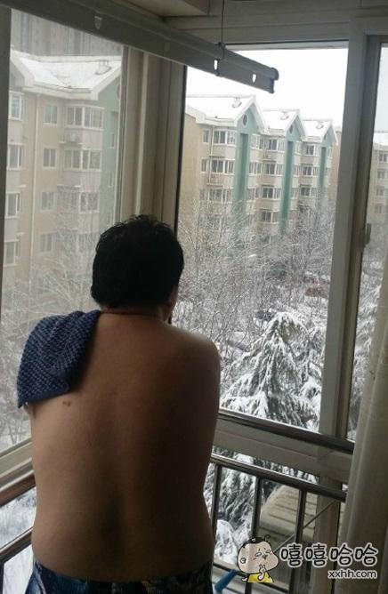 听说在北方,人们都是这样赏雪的。。。。。