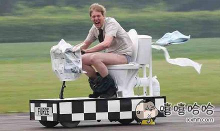 上厕所的同时享受驾驶的乐趣