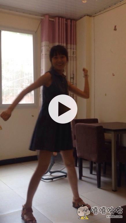 给大家分享一个美女跳舞的视频
