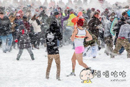 战斗民族的同学们打雪仗。。。