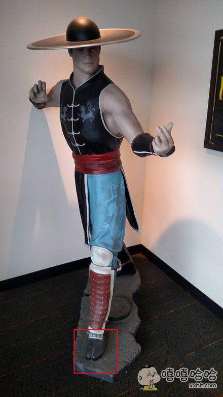 这雕像做的不错。。。可是这脚。。。