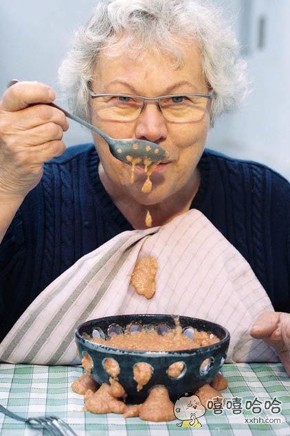 听说这是专为减肥人士设计的碗跟勺子。。。
