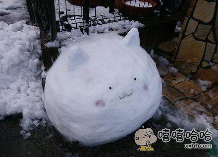 试着用雪在路边堆了只香风智乃的提比兔