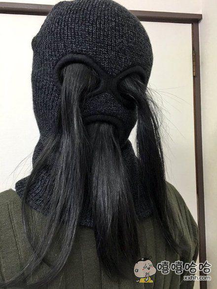 十一区一姑娘突然灵机一动,想到用这种套帽当双马尾发夹用,秒速定型帅气十足……感觉大半夜的走在街上一定回头率超高