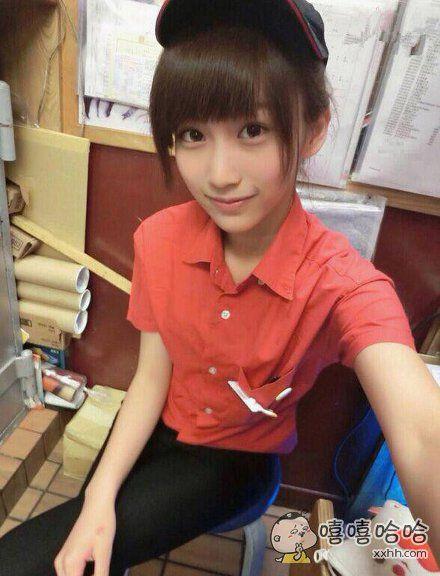 姑娘明明可以靠脸蛋吃饭,她却做个服务员。