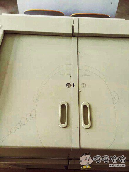 扣着鼻孔开柜子会不会有心理阴影?