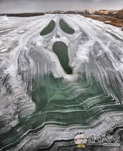 这是一条带表情的河