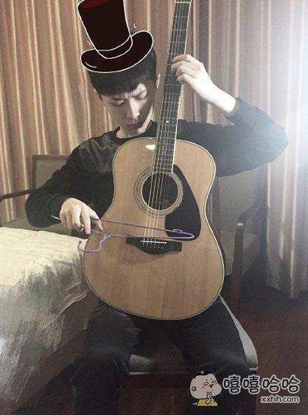 小哥说要为我拉一首曲子