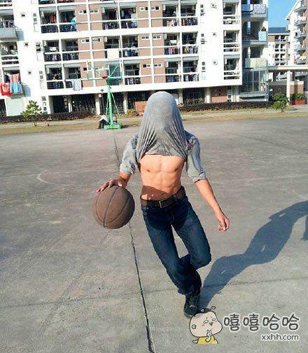 和蒙面侠一起打篮球