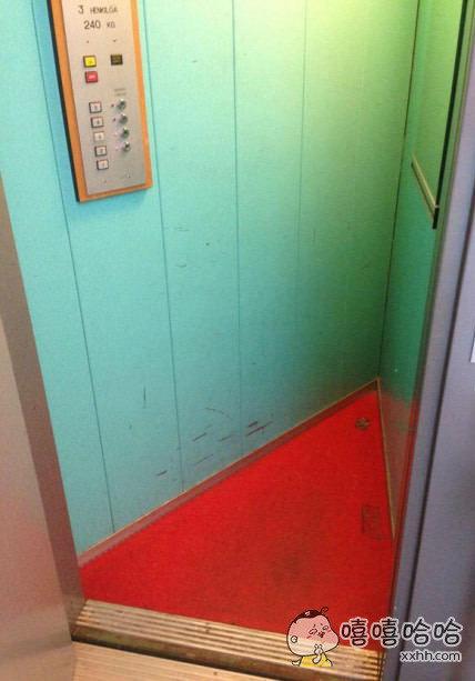夹缝中生存的电梯