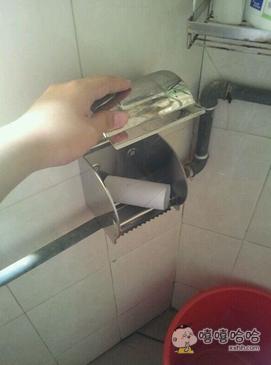 上完厕所,哥发现自己杯具了
