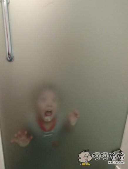 本来想去洗个澡,差点被熊孩子吓死。。