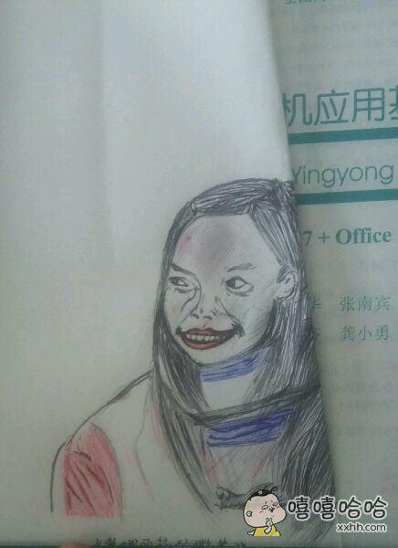 今天画了一副女神蒙娜丽莎的微笑,真是越看越像。