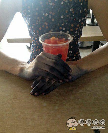 大夏天的还戴什么皮手套啊