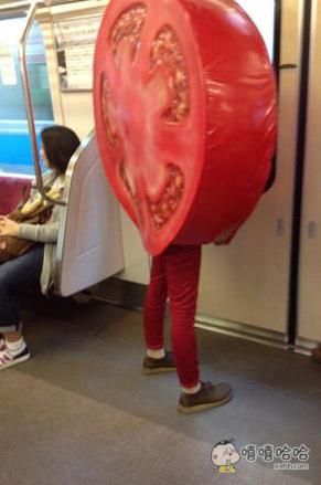 坐地铁看到一个成精的番茄