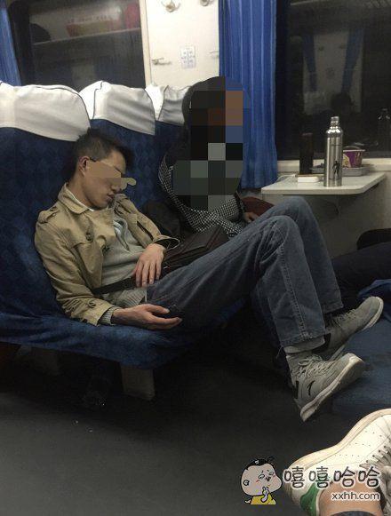 火车上的奇葩睡姿