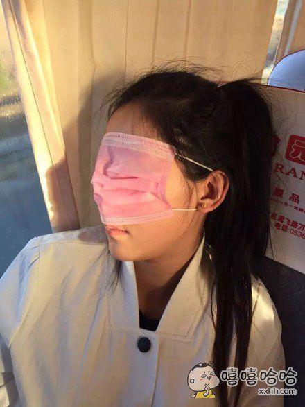 妹子的眼罩看着有点眼熟。。。