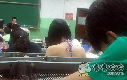 该女同学严重影响我上课的集中力