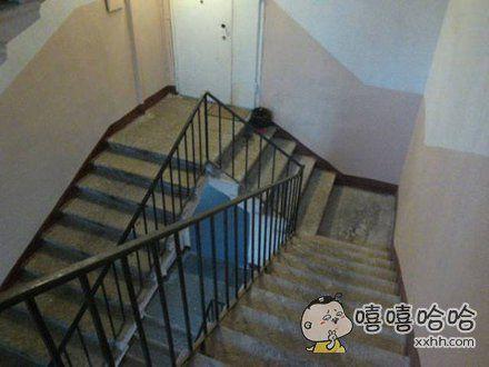 这个楼梯设计的很有个性