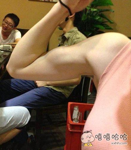 膜拜吧,这不是女汉纸,是女汉哥