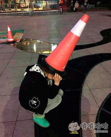 这帽子有些别致啊