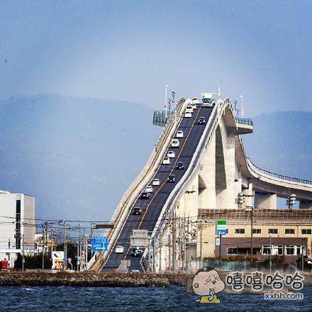 从桥上下来就像坐了过山车