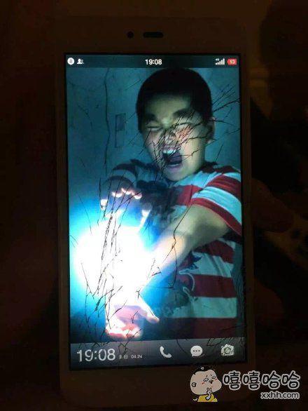 朋友手机屏幕摔碎后换了个天衣无缝的壁纸