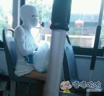 裙子穿的短包住脸就安全了