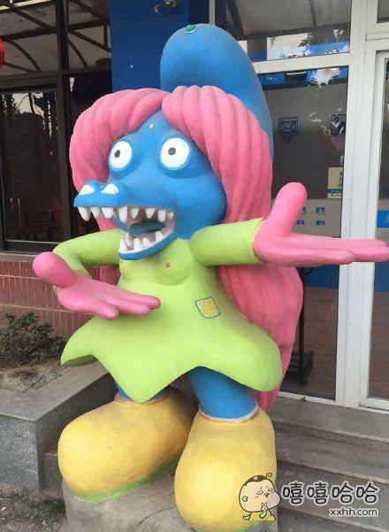 进了一家动物园,看到这款变异女款蓝精灵鳄鱼。。。。让我彻底痉挛了。。。。真的是够了
