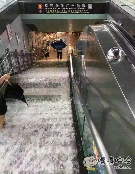 坑爹呀!坐个地铁仿佛去了趟海边似的!