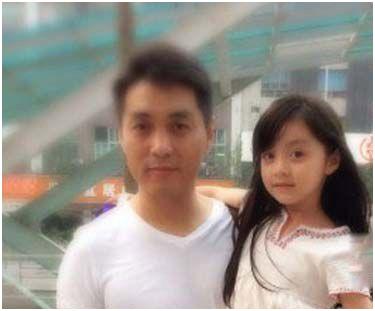 不过刘楚恬微博中的生活照都是由刘楚恬妈妈拍摄的