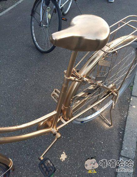 一个晚上就把我的自行车喷成了土豪金