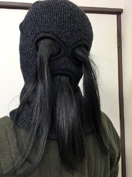 一姑娘突然灵机一动,想到用这种套帽当双马尾发夹用,秒速定型帅气十足……感觉大半夜的走在街上一定回头率超高
