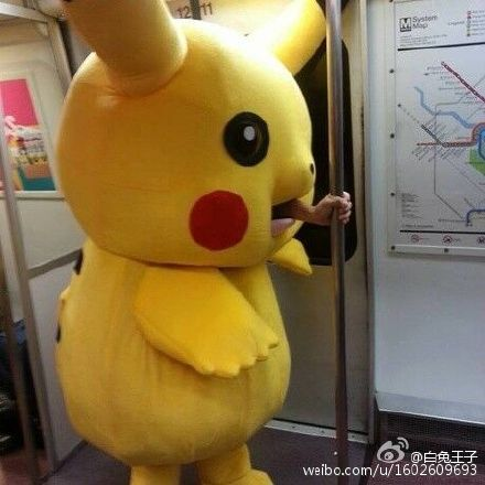 地铁实拍:皮卡丘吃人!惨!胆小慎点!——白兔王子