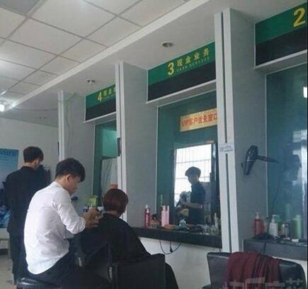 这家理发店成功的吸引了我的注意