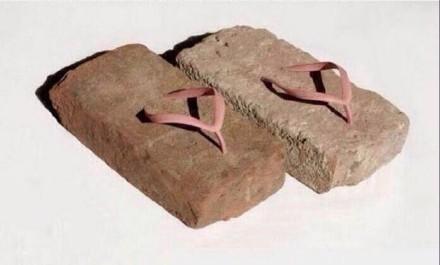 每次听到楼上哐当哐当~的脚步声,总感觉他们是穿这鞋在走路的。。。