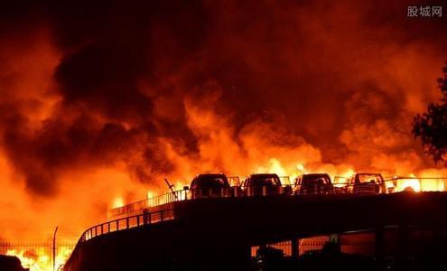 别再让消防员去了!心疼他们!让城管去吧!他们业务娴熟!抢东西快,准,狠!能大大减少这次爆炸事故后的财产损失!